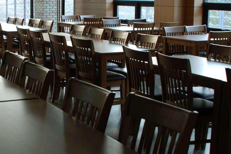 デイルームや食堂・カフェテリアに必要な家具
