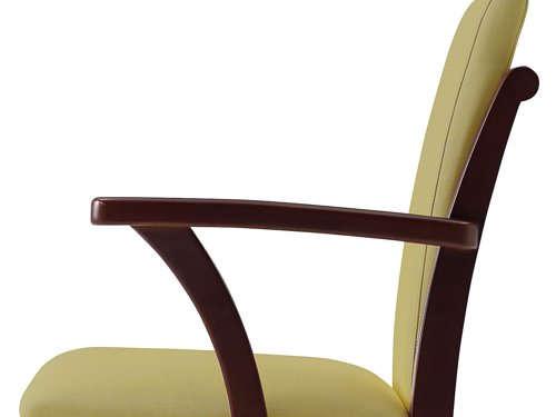 介護椅子の座面までの高さ及び外寸の高さ