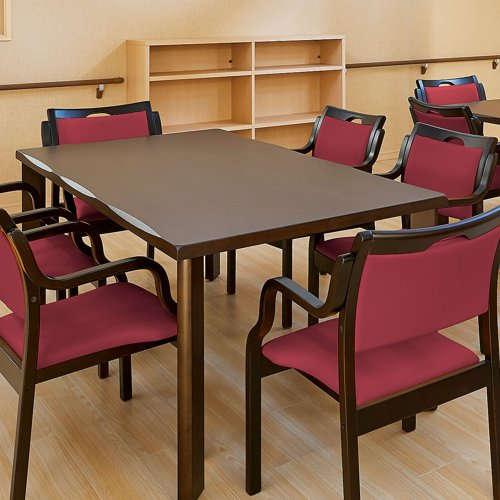 介護テーブルや介護椅子は丈夫さが第一優先