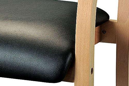 ビニールレザー張りの介護椅子